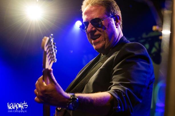 Scott Kelby on the strings.